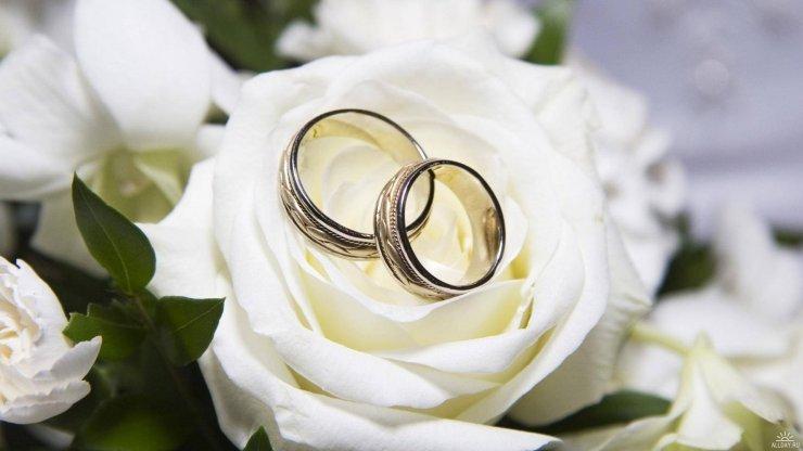 Evlənəndən qabaq gözlərini geniş aç, evlənəndən sonra gözünün birini bağla