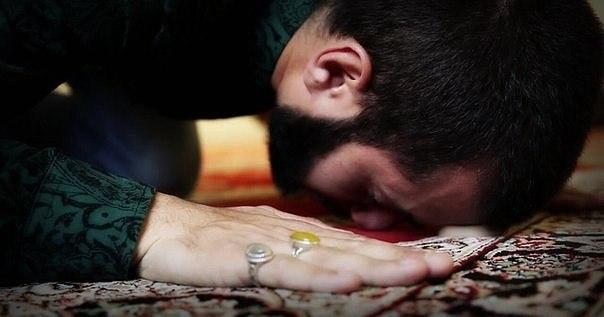Bu duaları namazların son səcdəsində oxuya bilərik. Dualar və tərcümələri