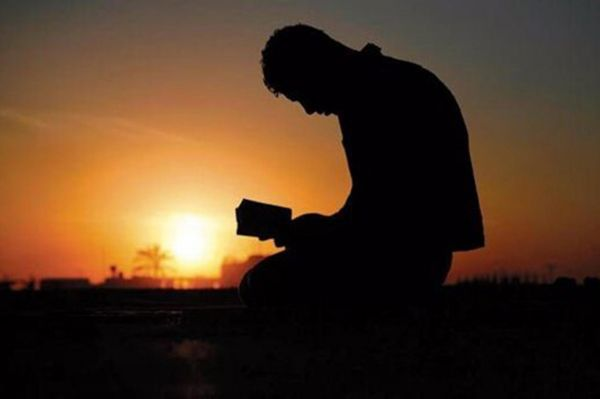 Mömini əziz tutan – Allahı əziz tutmuşdur. Mömini təhqir edən - Allaha qarşı qiyam etmişdir