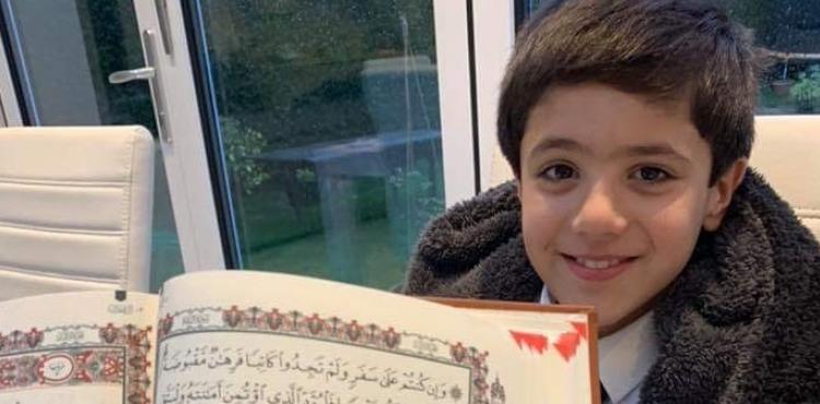 Böyük Britaniyada 7 yaşlı uşaq Quran hafizi oldu