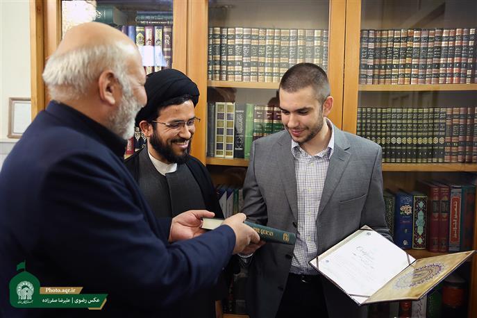 İtaliyalı gənc İmam Rzanın (ə) hərəmində İslam dinini qəbul etdi