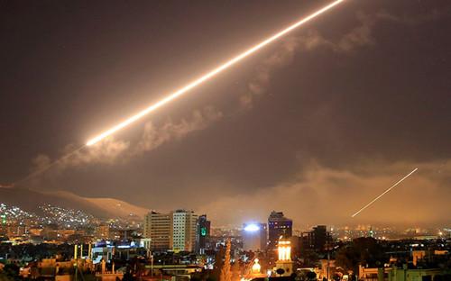Suriya İsrail rejiminin Hələbə raket hücumunu dəf etdi