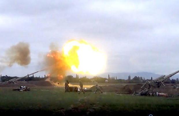 Düşmən mövqelərinə artilleriya zərbələri endirilir - Video